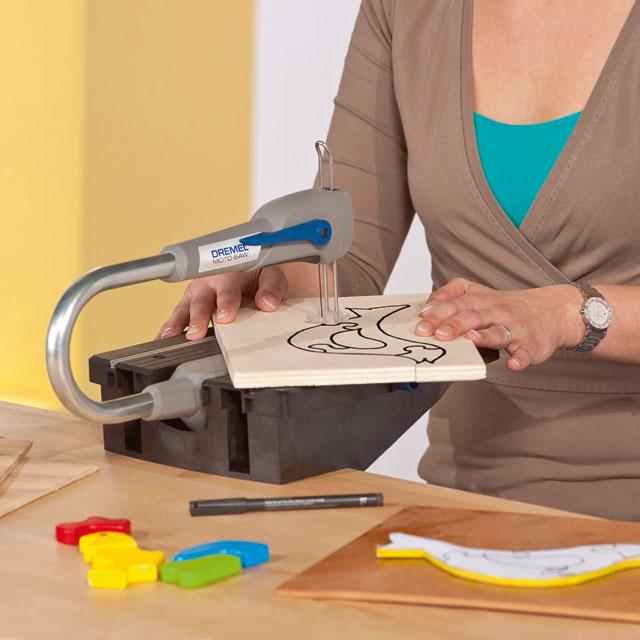 comment faire des d cos en bois avec une scie chantourner art menuiserie. Black Bedroom Furniture Sets. Home Design Ideas